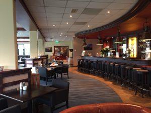 De restaurant en bar op zaterdagavond