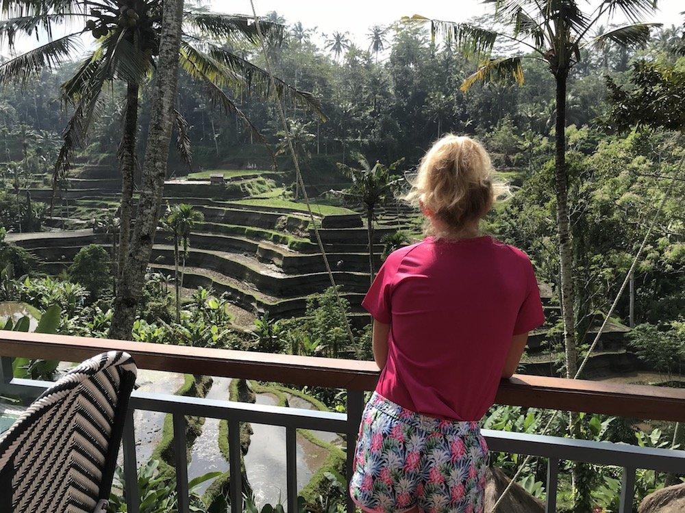 fietsen door de rijstvelden op Bali